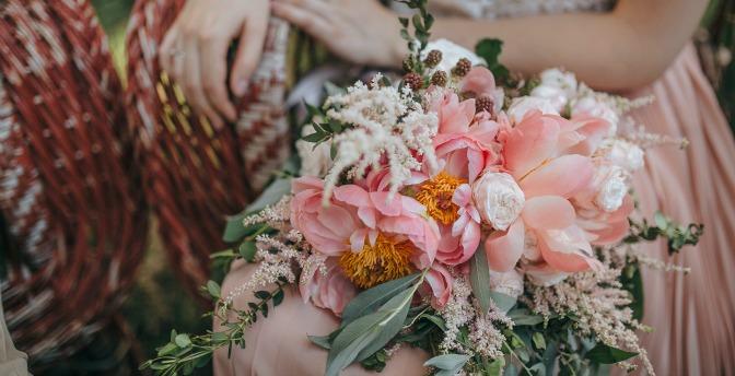 Modern bride with trendy wedding bouquet