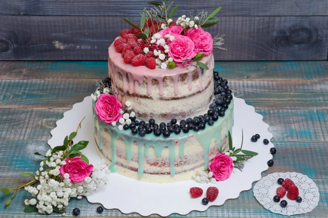 Naked style Cake with Fresh Fruit