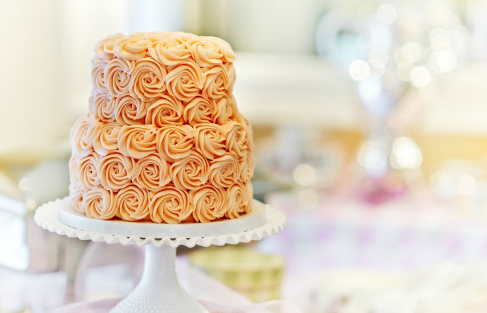 5. Buttercream cakes can be left outside in an outdoor, sunny venue and still be good to eat afterwards.