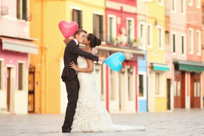 millennial-wedding-trends-quirky-balloons