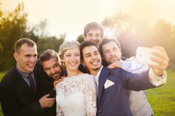 millennial-wedding-trends-selfie