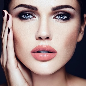 Nude lip and smoldering smoky eye