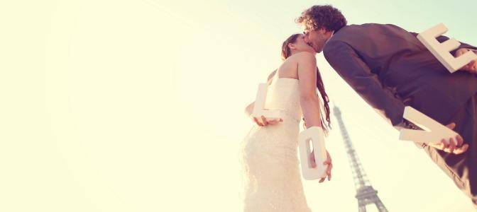 Planning destination wedding in Paris with wedding photograph at Eiffel Tower