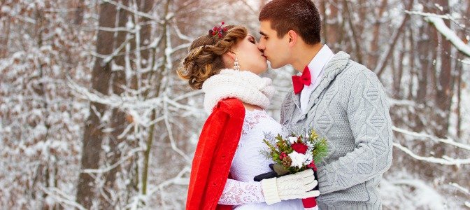 Why is it easier to get a weekend wedding date in the winter?