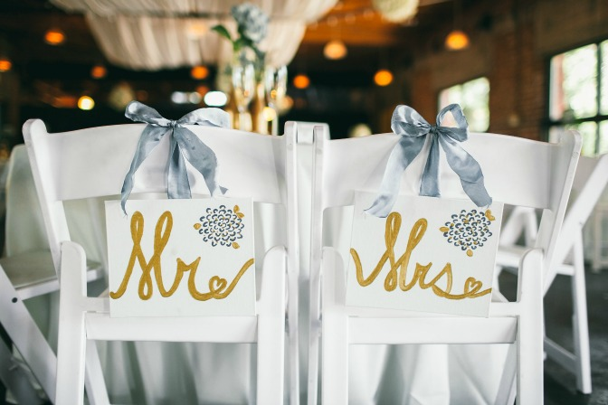 DIY wedding signs for creative wedding planners