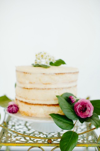 Choosing a wedding cake for brides