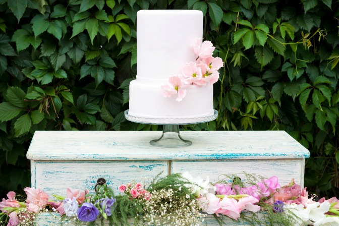 Naked wedding cake design trend