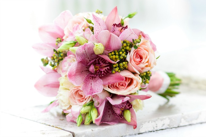 Inexpensive bridal bouquet for budget wedding
