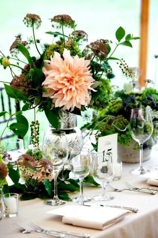 Bold summer wedding decor and centerpieces