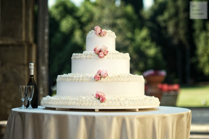 Choosing wedding cake as an event planner