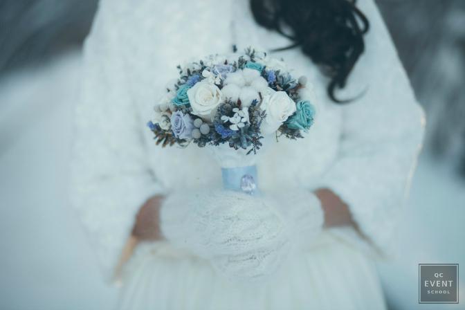 Winter wedding event featuring a bouquet.