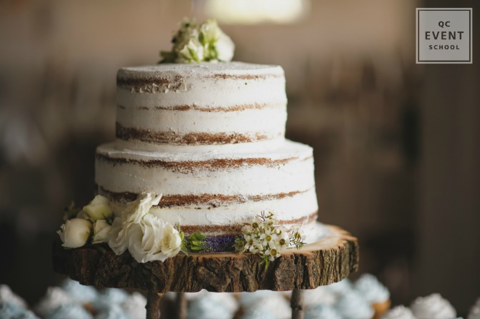 rustic wedding cake with fresh flowers and wood plate