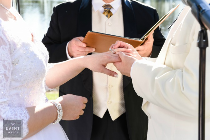 splitting the wedding ceremony to be bilingual
