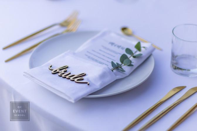 bride table setting sweetheart table becoming a wedding planner tips