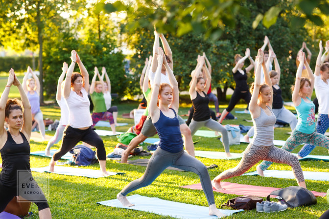 yoga outdoor event in the park
