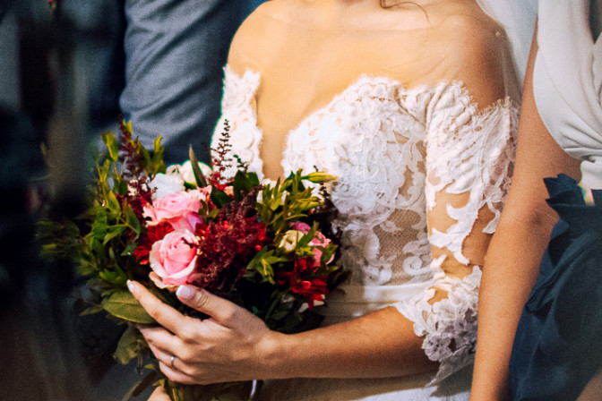 VITAVENIR wedding bride with bouquet event and wedding planning course graduate Zoe Thouki