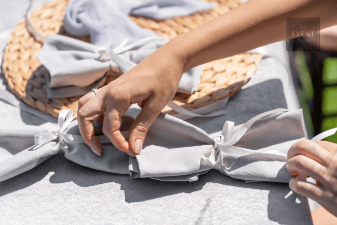 event planner folding table napkins for outdoor event