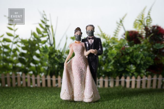 Miniature people : Happy bride wearing masks to protect against viruses during wedding time. People wear masks to prevent New type COVID-19 pneumonia. Coronavirus and Covid-19 concept.