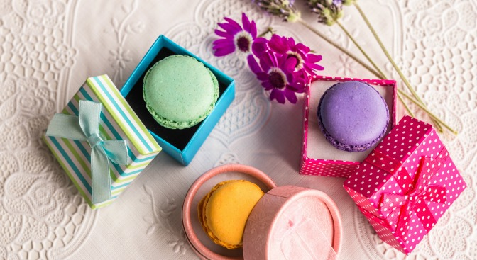 Macarons in pretty boxes as wedding favors